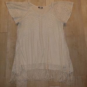 Cocomo XL short sleeve top with fringed bottom